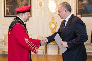 Prezident A. Kiska vymenoval nového rektora Univerzity J. Selyeho v Komárne