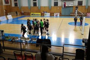 Trnavské volejbalistky iba tesne prehrali v Pezinku.