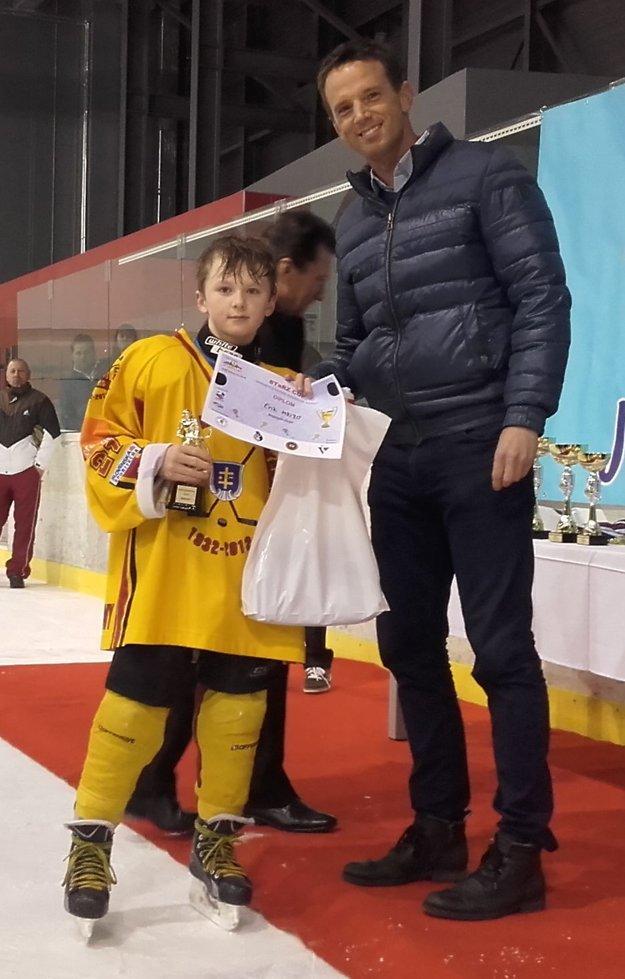 Za najlepšieho hráča turnaja bol vyhlásený Erik Mrižo. Cenu mu odovzdal Richard Lintner.
