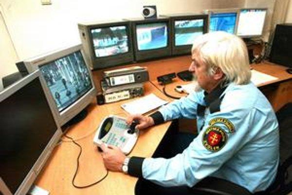 Mestská polícia monitoruje cez kamerové systémy aj vreckových zlodejov. Tiesňovou linkou však už nie sú.