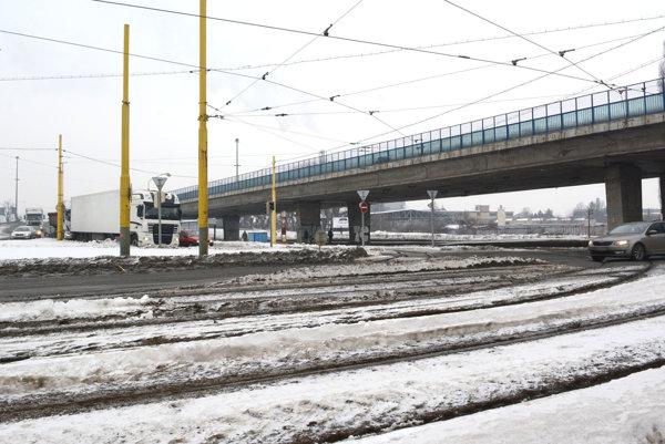"""Most VSS. Ešte bude """"veselo"""", keď tam začnú naplno robiť..."""