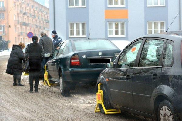 Papuče na Hroncovej. Mestská polícia zvýšila aktivitu.