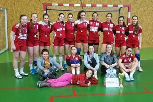 Mladšie dorastenky HK Slovan Duslo Šaľa vyhrali turnaj na Morave.
