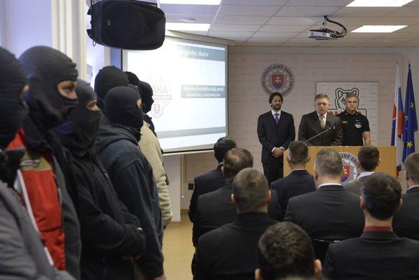 Prípadom sa zaoberá Národná jednotka boja proti terorizmu a extrémizmu.