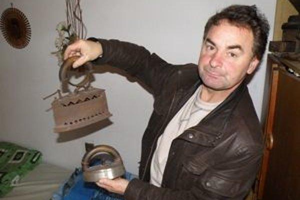 Jozef Hrotek má vo svojej zbierke viac ako tridsať žehličiek.