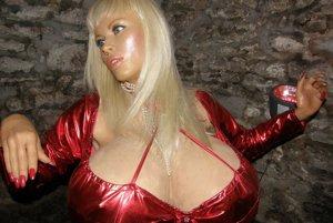 Na výstave uvidíte aj figurínu Lolo Ferrari - ženu s  najväčšími prsiami.