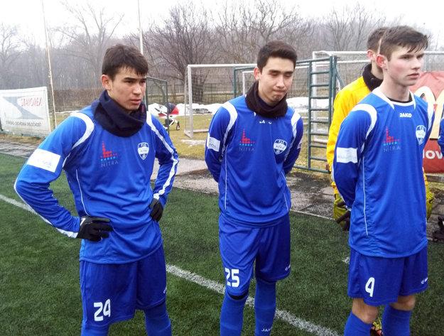 V Nitre sú na skúške traja hráči z kazašského klubu FC Astana. Na snímke sú dvaja z nich - s číslami 24 a 25.