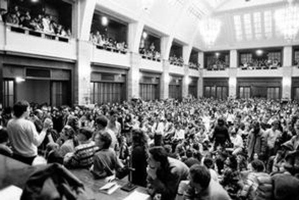 Prvé dni revolúcie na Filozofickej fakulte v Bratislave.