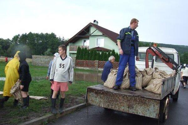 Takto si obyvatelia sídliska Podvršky a blízkej zóny s rodinnými domami spomínajú na povodne v roku 2010.