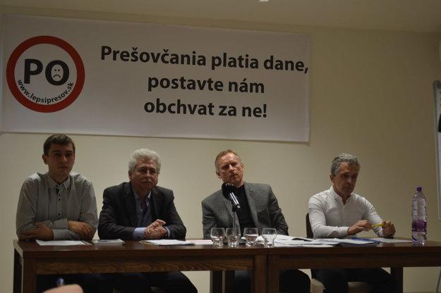 Zástupcovia OZ Lepší Prešov. Pripravujú ďalší protest.