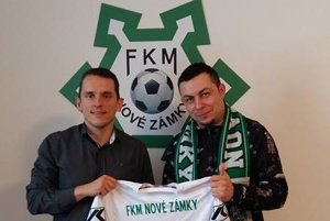 Vľavo Peter Kováč, vpravo Roman Mančík uzavreli dohodu.
