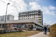Bývalú budovu Všeobecnej úverovej banky prestaval stavebník Cresco Ružinov na polyfunkčný dom Prima Park I so 48 bytmi. Plánuje výstabu aj druhej etapy.