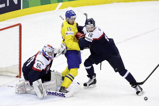 Juraj Valach (vpravo) v zápase so Švédskom na majstrovstvách sveta v Minsku 2014.
