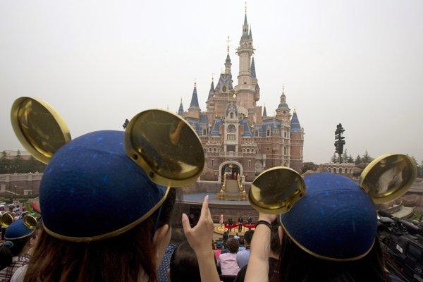 Zábavný park Walta Disneyho v Šanghaji.