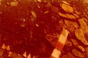 Farebná verzia pravej časti záberu z Venera 13.