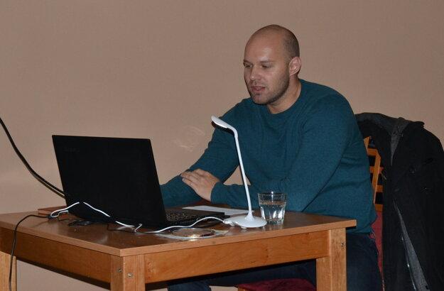 Rado Majerík sa na hnúšťanské publikum dobre pripravil.