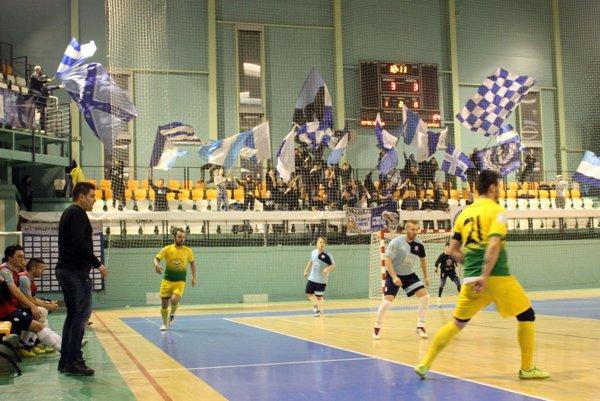 Futsalisti Nitry - aj vďaka podpore fanúšikov - v závere zmazali dvojgólové manko a vyrovnali na konečných 5:5.