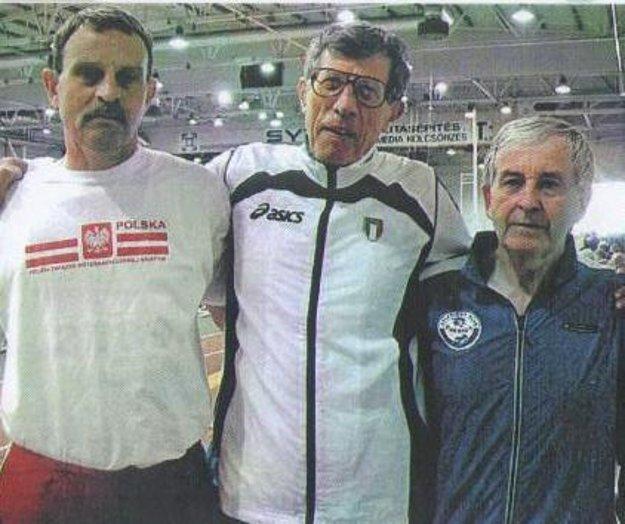 Chodeckí rekordéri. Vľavo Eduard Straka.