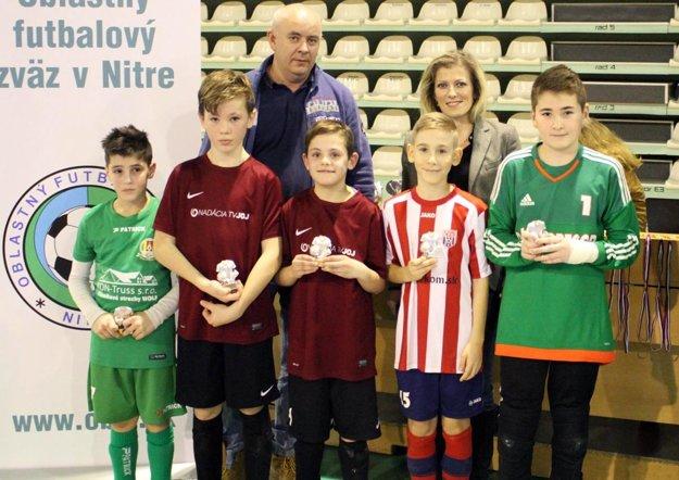 Členovia all star tímu turnaja.
