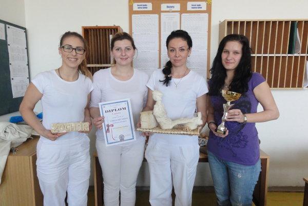 Zľava Sandra Pavlíčková, majsterky Silvia Machovičová, Mária Jaďuďová aMagdaléna Hlavačková.
