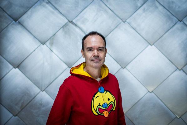 Peter Vesterbacka bol do roku 2016 súčasťou spoločnosti Rovio, ktorá stojí za fenoménom Angry Birds. V septembri 2016 založil novú firmu Lightneer, ktorá má kombinovať hry so vzdelávaním.