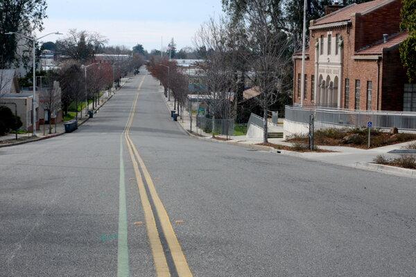Prázdne ulice v okolí priehrady Oroville opäť zaplnia ľudia.
