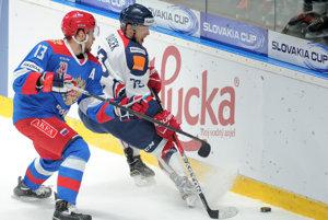 Libor Hudáček zo Slovenska (vpravo) a Vladislav Kaletnik z Ruska (vľavo) počas medzištátneho turnaja Slovakia Cup medzi Slovensko - Olympijský výber Ruska.