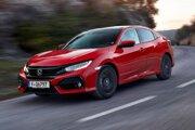 Päťdverová Honda Civic desiatej generácie. Nový Civic je dlhší, širší a nižší ako predchádzajúci model a je postavený na úplne novej podvozkovej plošine, ktorá je ľahšia, ale tuhšia než podvozok doterajšej verzie.