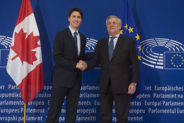 Kanadský premiér Justin Trudeau so šéfom europarlamentu Antonio Tajani.