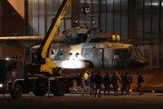 Prvý z trojice vrtuľníkov Mi-17 z Afganistanu určených na generálnu opravu, ktorú budú realizovať Letecké opravovne Trenčín (LOT), dorazil do Trenčína po 19:00 hodine vo štvrtok 3. novembra 2016.