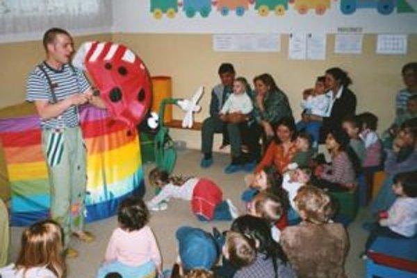 Materské centrum navštevujú rodičia z celého okolia.