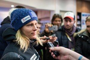Veronika Velez-Zuzulová po pretekoch v rozhovore so slovenskými novinármi.
