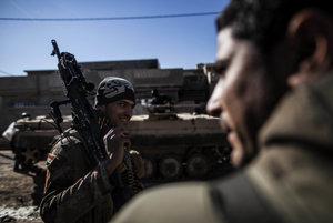 Iracké milície sa chystajú na západný Mosul.