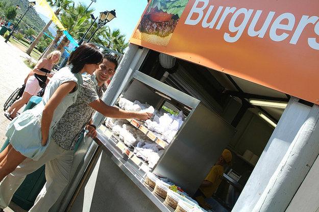Pri rozhodovaní medzi all inclusive dovolenkou alebo zájazdom bez stravy je dobré brať do úvahy aj možnosti stravovania v blízkom okolí.