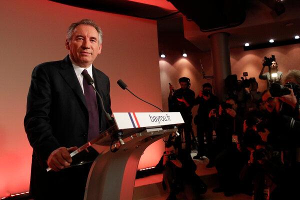 Francois Bayrou sa vzdal kandidatúry.