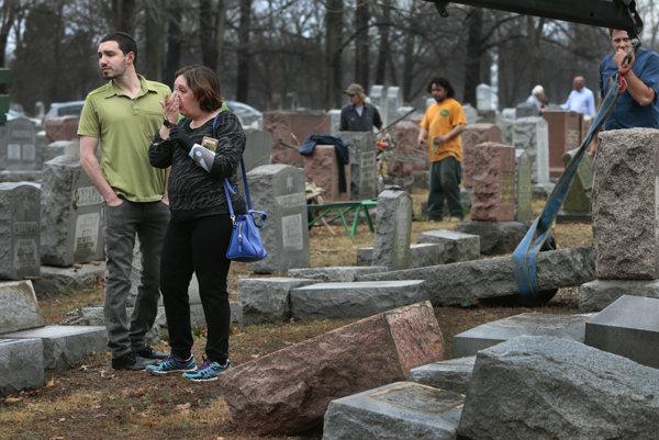 Poškodený židovský cintorín.