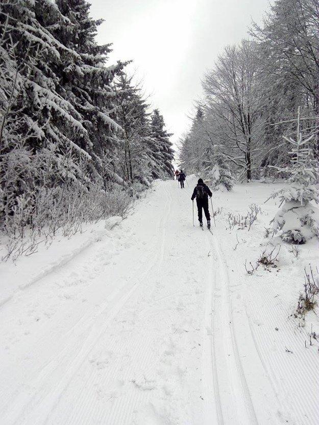 Na hrebeni Javorníkov, kde je jedna z najobľúbenejších trás, nasnežilo dostatočne už začiatkom decembra.