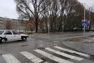 Tamaškovičova ulica, nehoda sa stala kúsok ďalej od tohto priechodu.