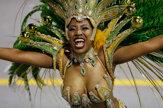 Samba a polonahé tanečnice. Brazílske ulice ožívajú karnevalom