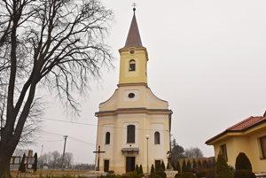 Kostol v Borovciach je zasvätený Vavrincovi.