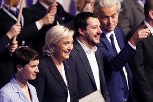 Stretnutie európskych nacionalistov - zľava Frauke Petryová z AfD, Marine Le Penová z Národného frontu, šéf talianskej Ligy severu Matteo Salvini a Geert Wilders z holandskej PVV.