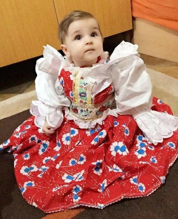 Kroj z Liptovských Sliačov. Ktoré dievčatko by odolalo takým krásnym šatám?