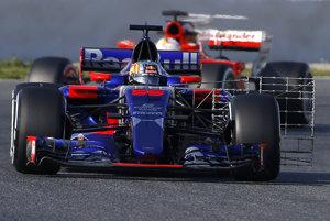 Na snímke španielsky pilot tímu Toro Rosso Carlos Sainz Jr. počas predsezónnych testov.