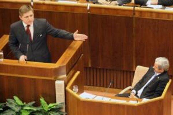 Premiér Fico rečnil večer v parlamente.