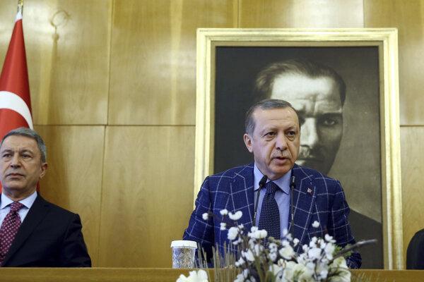 Erdoganova tlačová konferencia pred odchodom do Pakistanu.