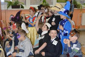 Každá maska bola odmenená vtombole, kde deti získali sladkosti, nálepky.