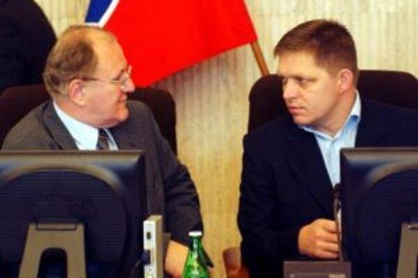 Sprava premiér Robert Fico a vicepremiér Dušan Čaplovič.