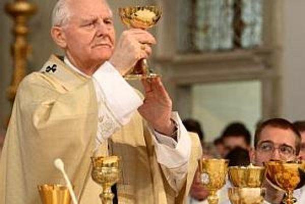 Bývalý arcibiskup Ján Sokol počas slávnostnej bohoslužby na zelený štvrtok v katedrále sv. Jána Krstiteľa v Trnave.