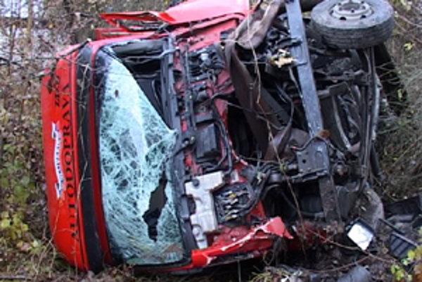 Z hrozivo vyzerajúcej nehody vyviazol vodič bez zranení.