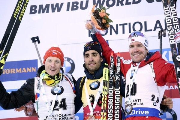 Zľava Ondřej Moravec, Martin Fourcade a Emil Hegle Svendsen.